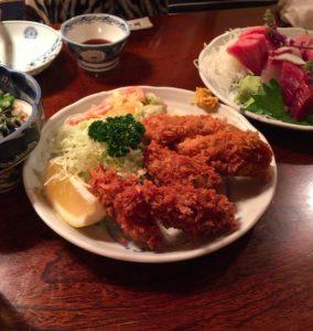 大衆割烹 三州屋の大きな牡蠣フライ