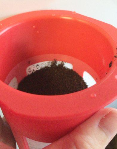 澤井珈琲の水出し珈琲ポットにコーヒーを入れる