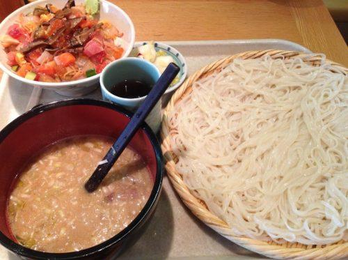 七蔵(ななくら)の稲庭うどんと海鮮丼のセット