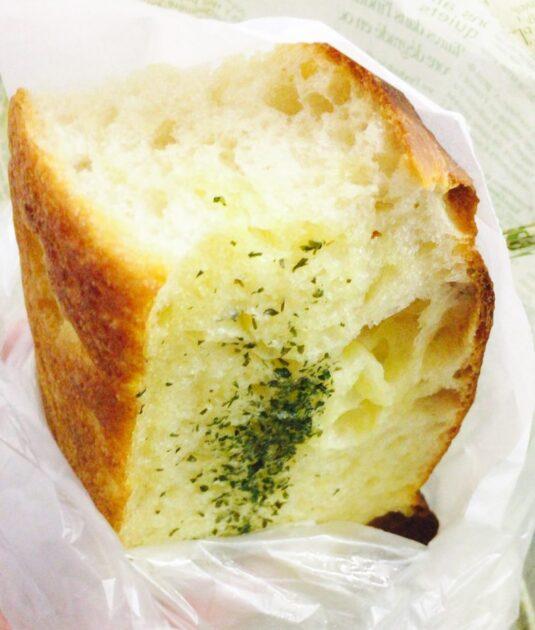 高輪台のセイジアサクラのガーリックバターパン