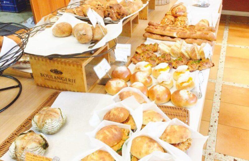 小岩ラ・タヴォラ・ディ・オーヴェルニュの店内のパン