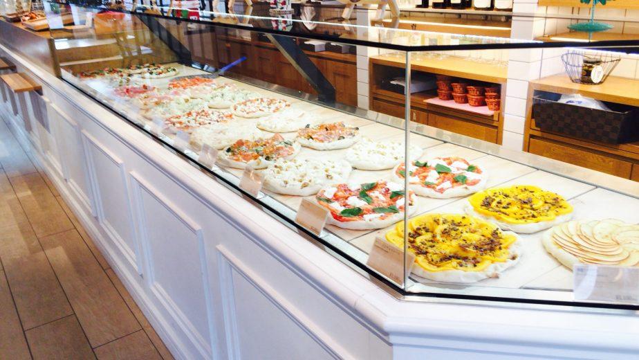 Pinsa De Roma(ピンサデローマ)の店内のショーケース