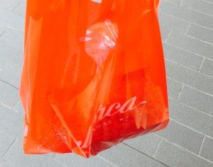 二子玉川パステレリア マヨルカのショッピング袋は赤い