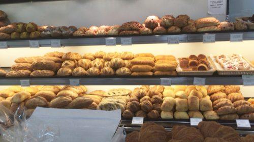 メゾンカイザーの店内のパン