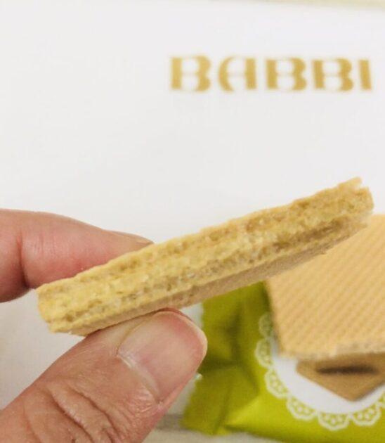 babbi(バビ)のウエハースピスタチオ味はピーナッツのような色をしている