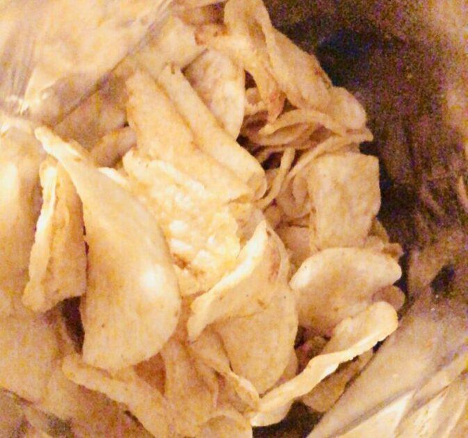 フラ印のマウイチップス マウイオニオンは厚く食べ応えがある