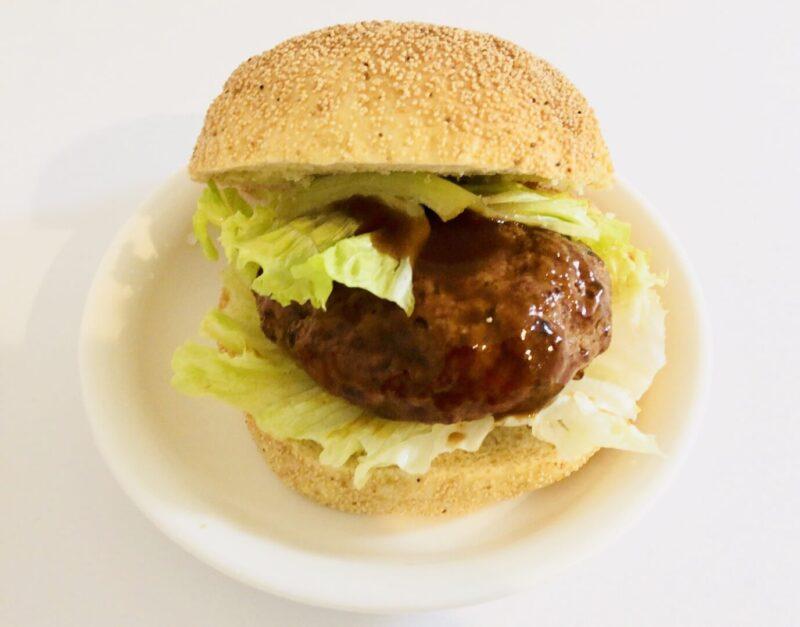 成城石井ハンバーグステーキとバンズを使ったお手軽ハンバーガー