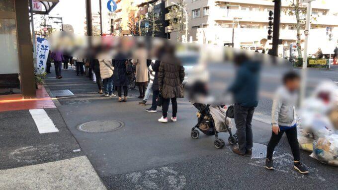 中野坂上の食パン専門店うん間違いない!の開店当時の行列